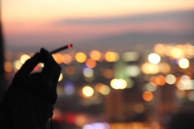 Bazen, bir sigara yakarsın…