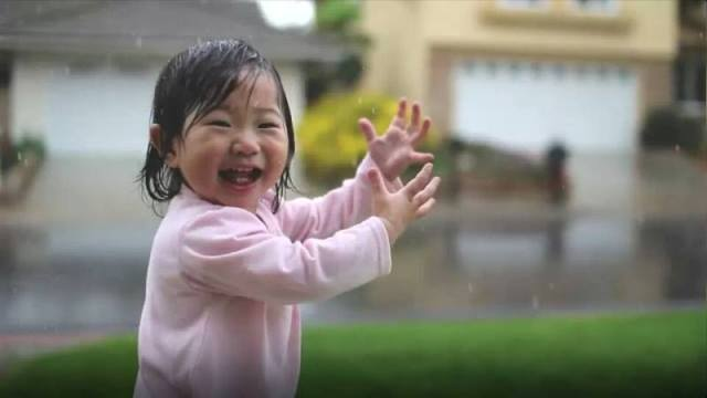 Yağmurun elleri…  Çocukların elleri…